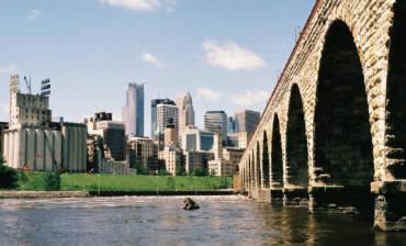 Stone_Arch_Bridge_Minneapolis_2012.jpg